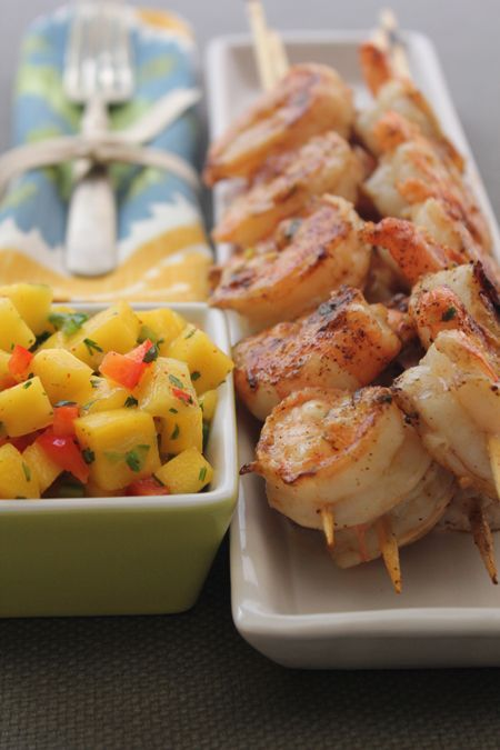 This Grilled Shrimp with Mango Salsa #recipe is PERFECT for #summer!