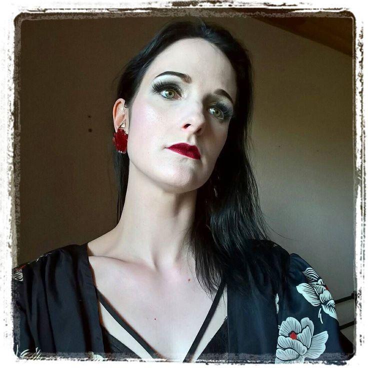 My beautiful French customer @laveuverouge  with the Giant Deco Shell Earrings  Available at  http://ift.tt/1s8Puqy  Ne pas avoir peur de laisser apparaitre sa lingerie de façon élégante surtout que cette petite robe me le permet agréablement #pinup #makeup #pinupmakeup #pinupstyle #retro #retrostyle #vintage #vintagestyle #paleskin #porcelainskin #glam #glamour #spring #redlips #lipstick #diva #eyelashes  #fauxlashes  Boucle d'oreille #glitterparadise @glitterparadise #artdeco…