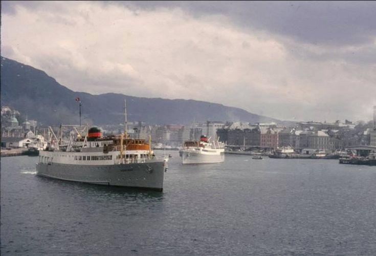 """""""Sunnfjord"""" og """"Sognefjord"""" avgang Bergen. Ukjent dato, men før 1962. Bildeeigar: John-Erik Aagotnes Lånt fra FB-sida 'Bergen før i tiden'"""