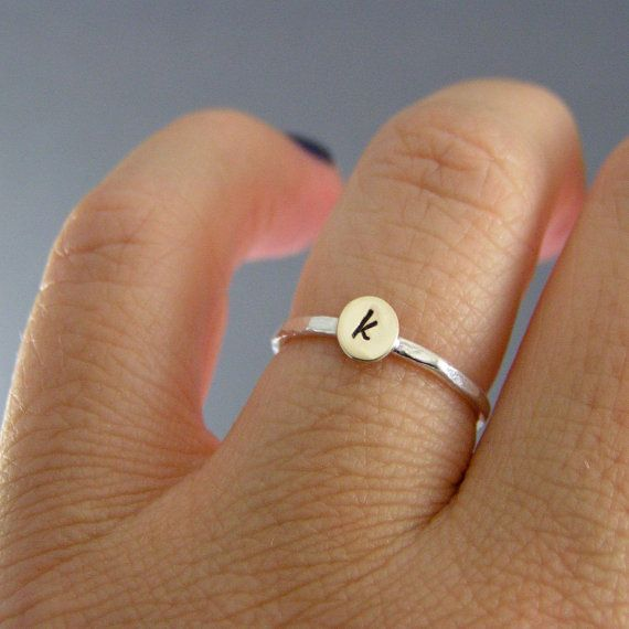 Hey, diesen tollen Etsy-Artikel fand ich bei https://www.etsy.com/de/listing/116129353/custom-initial-ring-stack-ring-sterling