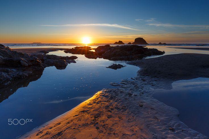 Olympic National Park - Sunset at Rialto Beach, Olympic National Park - Washington. TomKli Photography