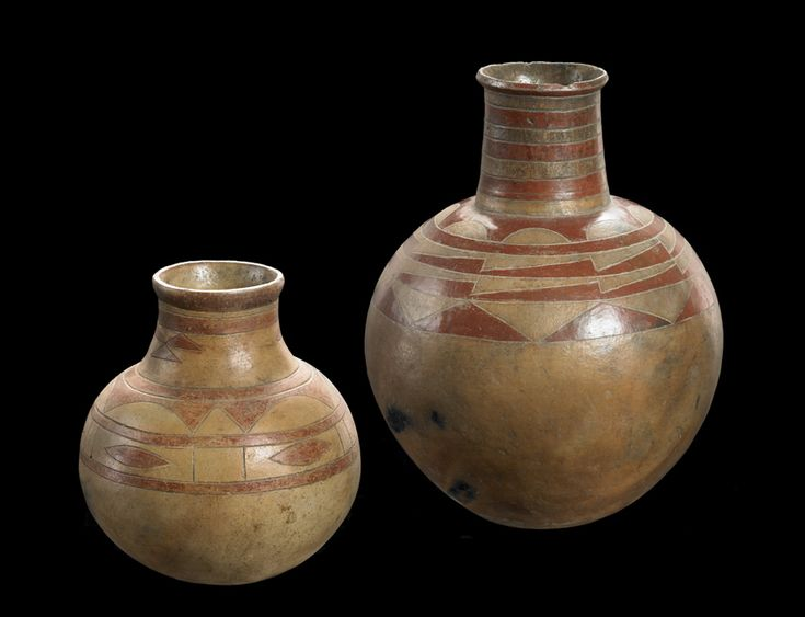 Pair of jars  Zambia Western Province Lozi 19th-20th century Terracotta, slip bichrome H. 22.8 cm; 37 cm INV. 1026-395; 1026-396 Both jars are quite similar: duotone, they both have a geometric pattern incised, tinged with red, ocher or brown, on a yellowish background, and have undergone a single firing. - The Barbier-Mueller Museum