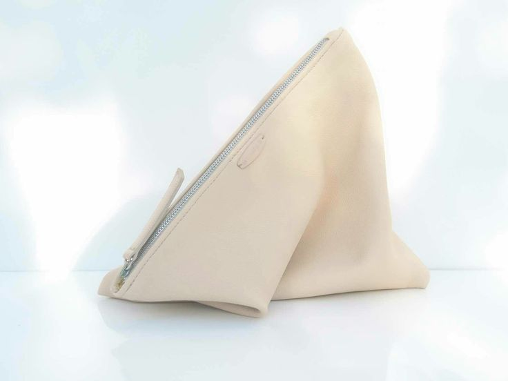 Pochette en cuir de taurillon avec sa doublure en wax , www.chryce.com