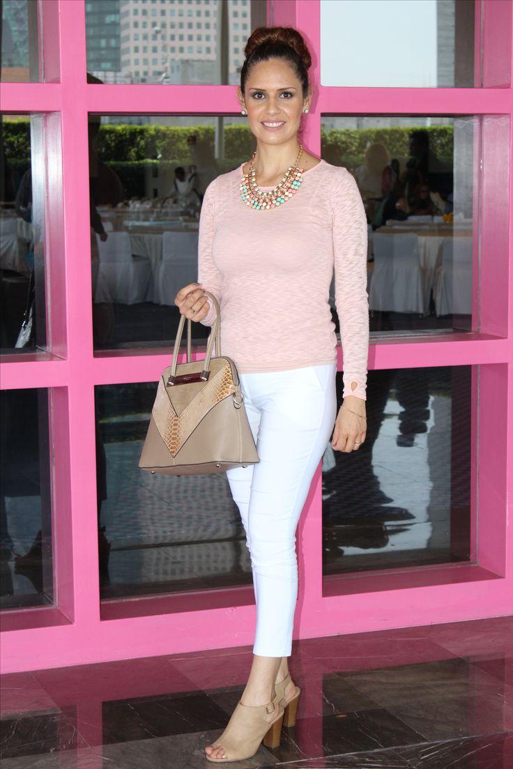 Outfit, Capri blanco, zapatos nude