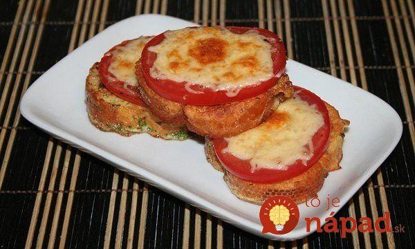 Hľadáte tip na skvelé raňajky? Pripravte si lahodný pokrm, ktorý vás svojou vábivou chuťou prenesie až do ďalekého francúzska.  Potrebujeme (na 1 porciu)  3 plátky chleba (prípadne bagety)    1 vajce    2 lyžice mlieka    ½ paradajky    3 lyžice nastrúhaného syra    Čerstvý kôpor    Soľ    Olej  Postup:  Vajíčko rozšľaháme