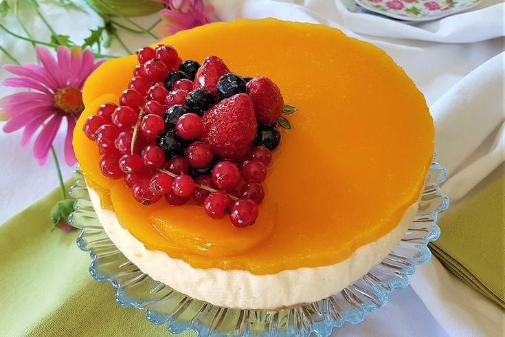 La cheesecake allo yogurt e pesche sciroppate è un dolce molto fresco e goloso che si presta bene anche per le giornate più calde dell'estate. Ecco la ricetta