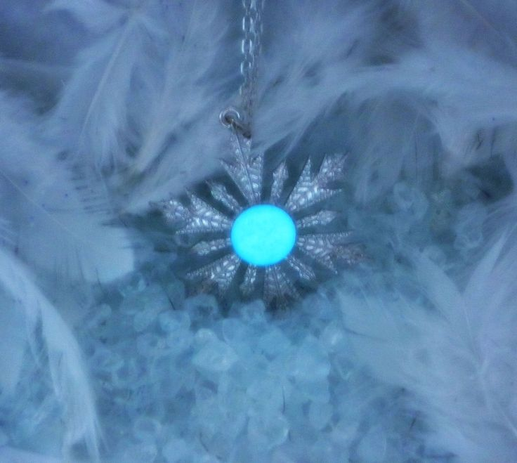 Anna Elsa Frozen Snowflake Glow in the Dark Necklace Once Upon a Time Jewelry