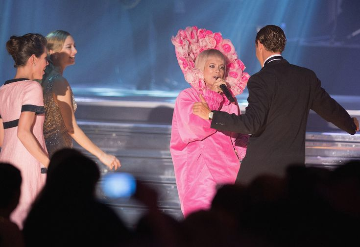 Baile de la Rosa  Pierre Casiraghi sobre la pista de baile, se diverte al son de la música de la artista Lily Allen  © Getty Images