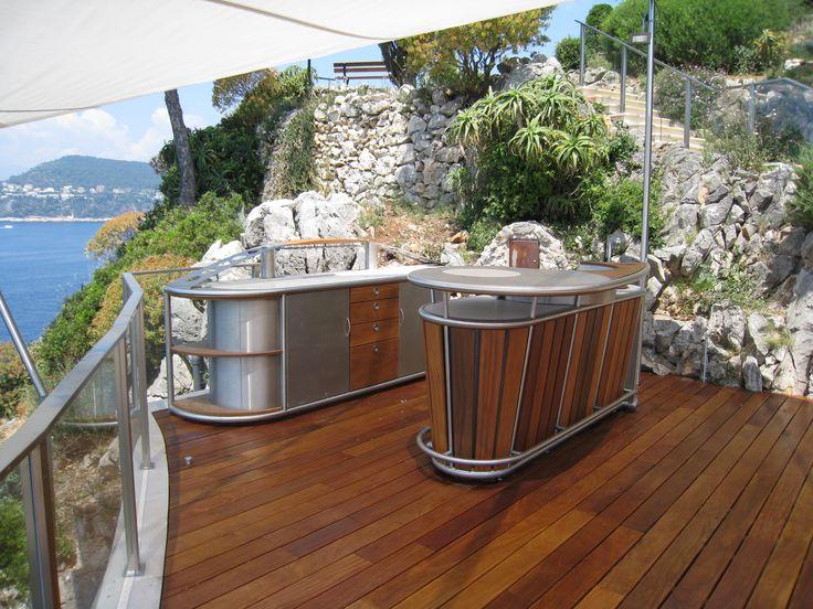 Sur une terrasse aux accents méditerranéens installée dans l