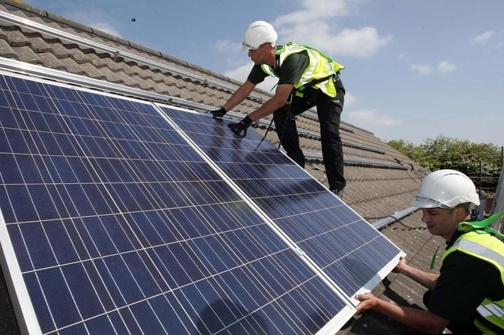 Um acordo de cooperação para viabilizar a adesão de sistemas de energia solar fotovoltaico pelo comércio do Ceará foi assinado no início deste mês. A parceria entre o Banco do Nordeste (BNB), a Federação das Câmara de Dirigentes Lojistas do Ceará (FCDL-CE) e a Companhia Energética do Ceará (Coelce) tem como principal objetivo a divulgação e ampliação da adesão da linha de financiamento para micro e minigeração distribuída de energia renovável, a FNE Sol.De acordo com o presidente da FCDL…