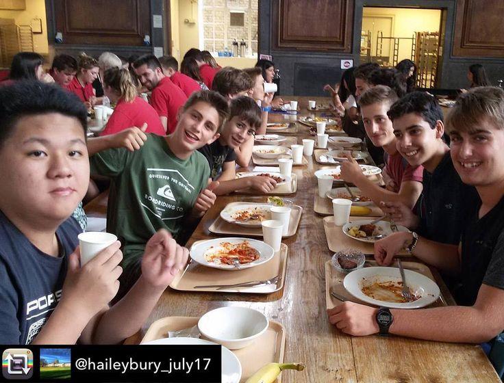 Buen provecho #Haileybury (que comedor más chulo)  Repost from @haileybury_july17 - Primera comida en Haileybury #Welovebs  #makinginternationalfriends #Inglés #Jóvenes #adolescentes #summer #young #teenagers #english  #idioma #awesome #Verano #friends #group #anglès #cursos #viaje #viatge #travel #WeLoveBS #Instatravel #RegneUnit #UK #ReinoUnido #Inglaterra #Anglaterra #England