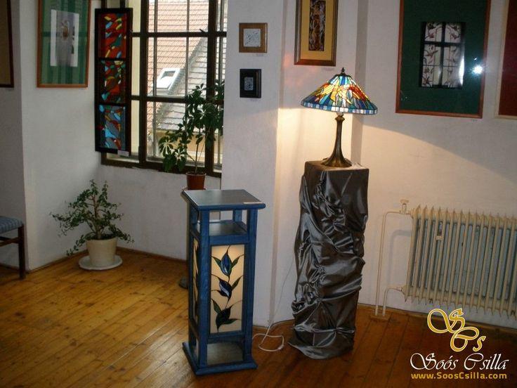 Vitráž Tiffany Lampa do Skrine http://sk.sooscsilla.com/tiffany-lampy/ http://sk.sooscsilla.com/portfolio/vitraz-tiffany-lampa-do-skrine/