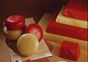 Step by step and tips for waxing cheese.