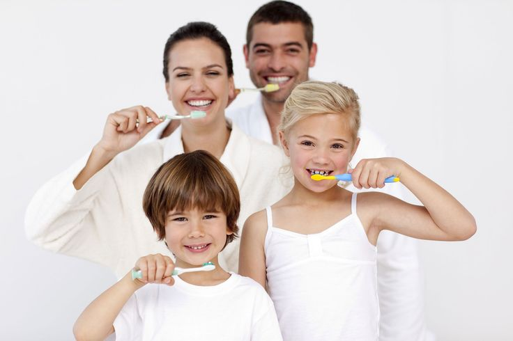 I pazienti dovrebbero eseguire l'igiene orale quotidianamente in casa, usando spazzolini da denti, dentifrici, scovolini interdentali, filo interdentale e colluttori. E' sufficiente eseguire l'igiene della cavità orale due volte al giorno, ma solo se lo si fa correttamente, spazzolando i denti con la giusta tecnica e usando i mezzi idonei per l'igiene orale. http://dentista-croazia-nevedenti.com/igiene-orale-dentista.html