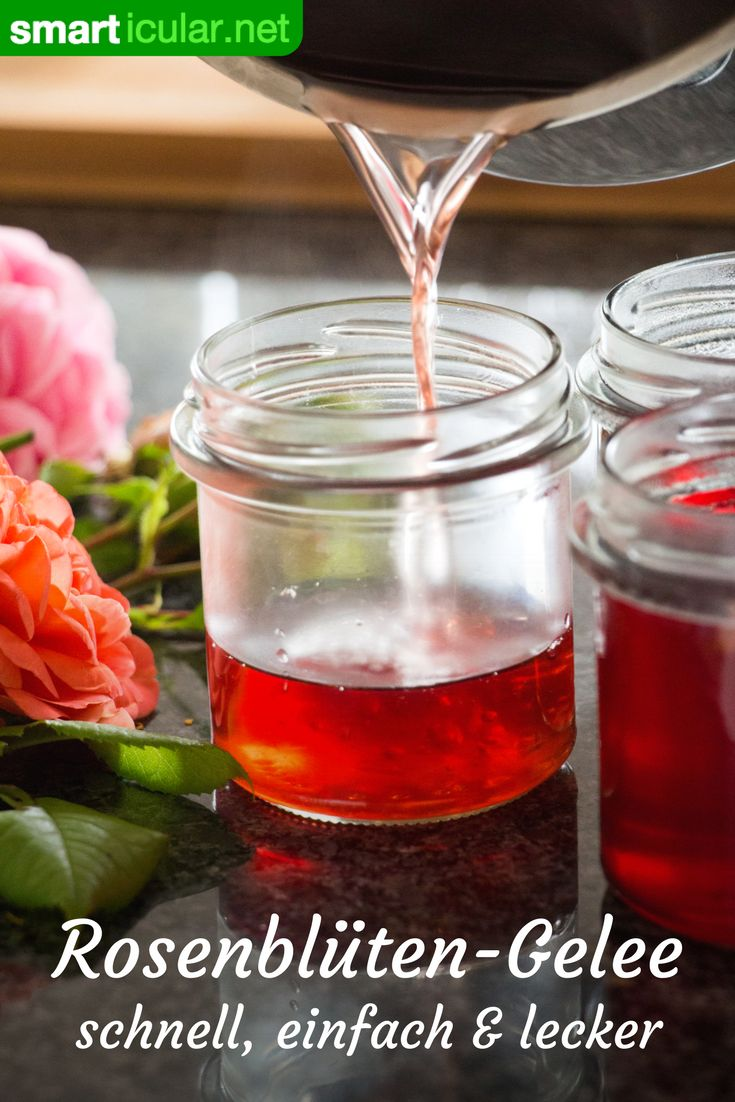 Wenn du die Rose, das Symbol der Liebe, länger als nur im Sommer genießen möchtest, dann probiere dieses Rezept für selbst gemachtes Rosenblütengelee! Es bringt Duft und Aroma ganzjährig auf den Tisch.