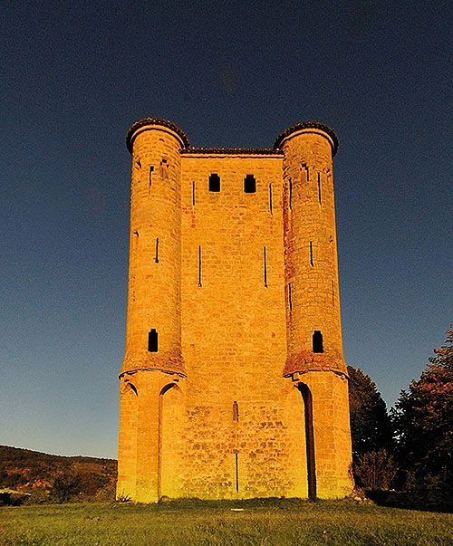 The Donjon d'Arques, Arques, Aude, Languedoc, France.... http://www.catharcountry.info/tour__arques.htm .... Built by a French crusader family after the Albigensian Crusade against the Cathars of the Languedoc, around the time the Languedoc was annexed by France.