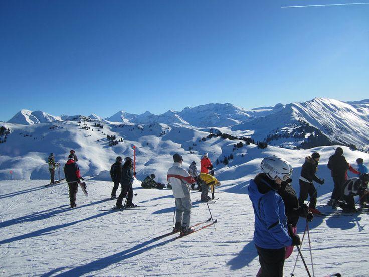 Tabara individuala de engleza, franceza, germana, SKI & SNOWBOARD // Aceasta tabara internationala de iarna cu program de ski si snowboard se desfasoara de 40 ani, participantii bucurandu-se de o vacanta distractiva, echilibrata si sigura care pune accentul pe sporturile de iarna si ii ajuta sa isi dezvolte abililitatile lingvistice de engleza, franceza sau germana. Obiectivul principal este, pe langa atragerea copiilor catre sporturile de iarna, dezvoltarea prieteniilor intre participanti…