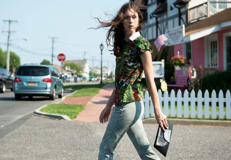 Brunch look: go for different patterns it's so cool! View the pants http://store-it.pennyblack.com/en/online-prod/trousers/lattuga_3131133003 #prints #pants #pop #shirt #pennyblack #tommyton #brunch #style