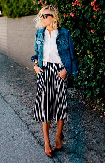 джинсовая одежда, широкие бруки, полосвтые штаны, блондинка, каре, очки, стиль, мода