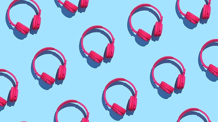 Can Headphones Cause Tinnitus Everyday Health Light Blue Background Teaching Common Core Why People