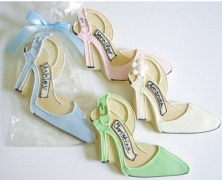 gourmet couture  == cookie shoes!  Way to mix my favorite things into one!