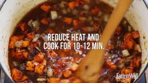 Dr. Joey Shulman's healthy recipe for a protein-packed veggie chili with chickpeas and kidney beans.