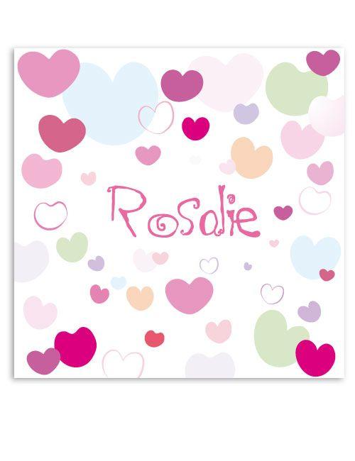 Een lieve muurdecoratie voor de meisjes kamer. De verschillende hartjes in diverse kleuren geven het geheel een vrolijke uitstraling. Deze unieke muurdecoratie voor de baby of kinderkamer kan je persoonlijk maken door gratis een naam op te geven tijdens het bestellen.