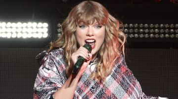 Taylor Swift's Reputation Tour Openers Will Have You Saying 'Oh Na Na Na' -  Taylor Swift's Reputation     With two months to go until herReputationworld tour kicks off, Taylor Swift has just revealed who's joining her on the road. Unsurprisingly, she made two amazing picks, choosing a pair of women who'll bring plenty of girl power to the worldwide trek.            ALLSORCE.COM -Allsorce Trending News. A source of different archives of trends of Today's news a lot of people in the world…