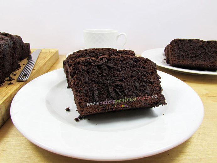 O #reteta de #chec cu #ciocolata cu un continut mare de ciocolata si un continut mic de faina. Combinatia de ciocolata, coniac si vanilie il face irezistibil!