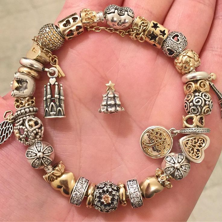 As Christmas is coming closer it is time to start creating the right bracelet and then go shopping for a matching outfit❤️ Twotone seems the safest choice so far#pandora #pandoraaddict #pandorabracelets #pandorabracelet #myunforgettablemoment #mypandora #mybracelet #pandoragold #pandoraofficial #pandoracharms #pandoraflow #silver #gold #jewelry #jewelrylover #creations #creating #familytree #christmas #christmastree #goldpandora