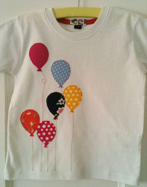 Items similar to Bébé fille ballon appliqued tailles tout-petit T-shirt roses brillantes et motifs on Etsy