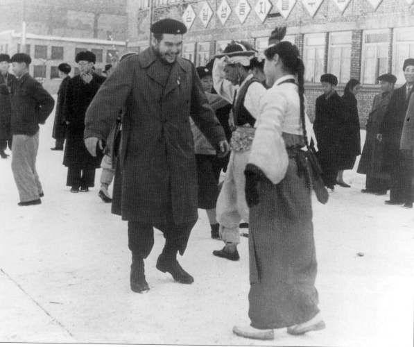 Che Guevara charming a girl in Pyongyang, North Korea, circa 1960
