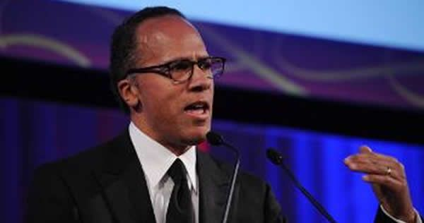 From Bizpac Review Moderator Lester Holt interrupted members of the crowd who cheered on Republican nominee Donald Trump Monday, but allowed the crowd to cheer for Democratic nominee Hillary Clinto…