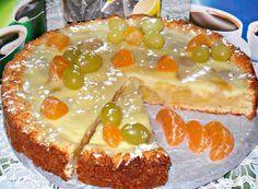 Заливной творожно яблочно-виноградный пирог получается очень-очень вкусный,с нежной начинкой.