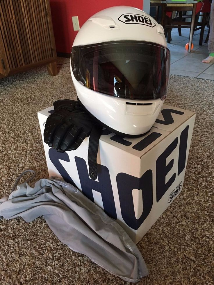 http://motorcyclespareparts.net/shoei-motorcycle-helmet-white-xs-in-so-like-new-condition-includes-ladies-gloves/Shoei motorcycle helmet white XS in so like new condition includes ladies gloves