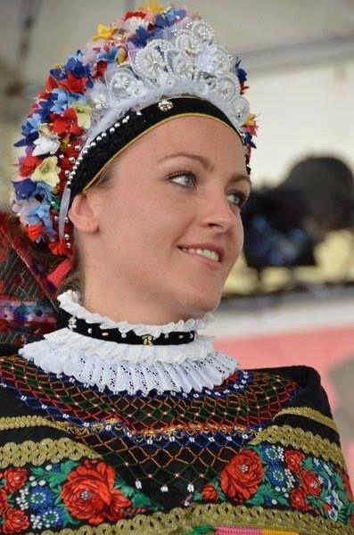 Magyar népviseletek - Sárközi menyasszony Hungary -Traditional folk dress bride