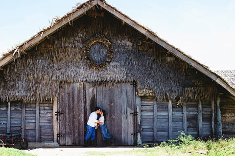 This prenup shoot was held at different scenic spots in Dumaguete. | www.BridalBook.ph
