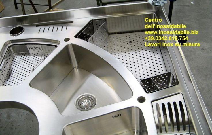 Piano cucina costruito su misura in acciaio inox