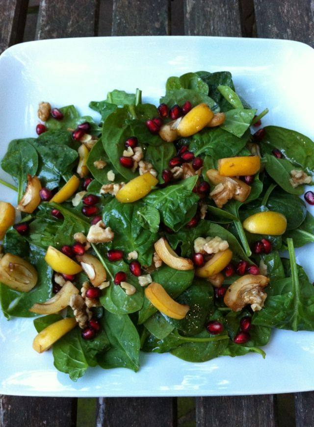 Spinach, pomegranate walnut salad from Almonds & Avocados~~