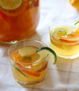 楽天が運営する楽天レシピ。ユーザーさんが投稿した「夏に爽やか【ホワイト★サングリア】」のレシピページです。これからの季節にピッタリのサングリア♪パーティなどにも最高ですよ!。サングリア。白ワイン(シャルドネがベスト),★レモン,★ライム,★オレンジ,★りんご,砂糖(好みで調整可能),オレンジマーマレード,WECKのジュースジャー(1L)