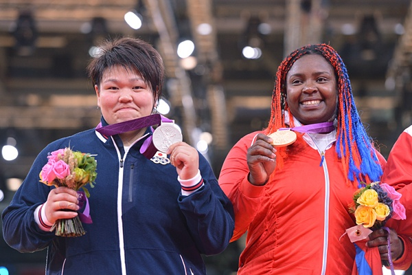 Silver medalist;Mika Sugimoto and Gold medalist Ortis from Cuba,smiling after the ceremony,London 2012@柔道女子、杉本美香は惜しくも銀。~ロンドン五輪2012~