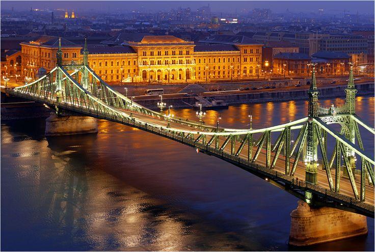 https://flic.kr/p/iZ8UFd | Donau Dämmerung | Liberty Bridge  accross the Danube River in Budapest with the illuminated Corvinus University in the background