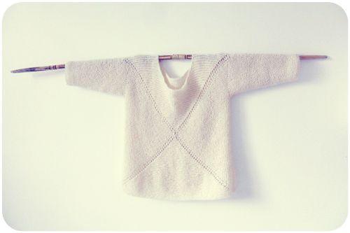 °°° °°° D'après ce modèle Drops, tricoté en mélange Drops Alpaca et Kid-Silk. Légèrement revisité: j'ai raccourci les manches et j'ai préféré tricoter le bas du pull tout droit.