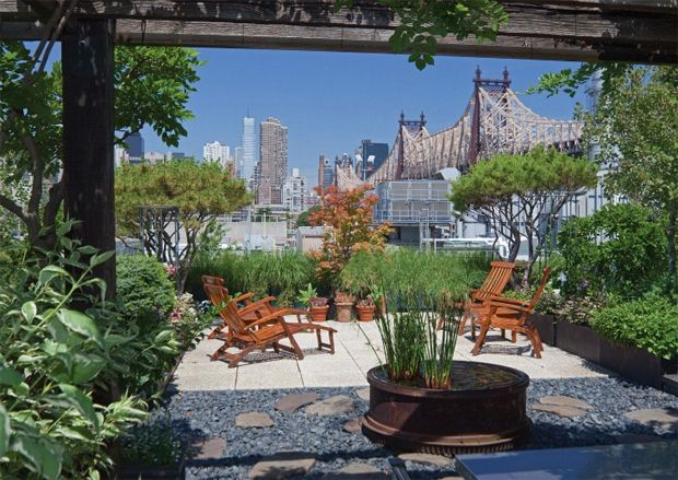 """From Rizzoli's """"Rooftop Gardens"""" book.: Rooftops Gardens, Rooftops Nyc, Roof Tops Plants, Gardens Oasis, New York, Outdoor Spaces, Rooftops Terraces, Islands Cities, Roof Gardens"""