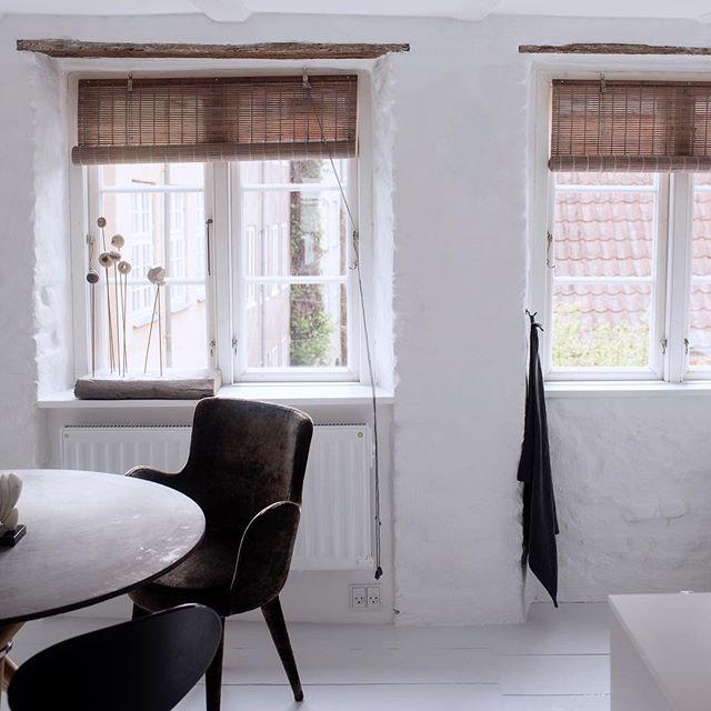 So bright and beautiful💕😍 Fantastisk flot og inspirerende spisestue med grå bambus👌🏻 Ha' en super dejlig dag✨ #gråbambus #colorco #newinterior #bambus #bambusrullegardiner #bambooblinds #welovebamboo #interiordesign #homedesign #interiorstyling #interiordecorating #interiordecor #scandinavianstyle #scandinavianhomes #nordic #nordicdesign #boligdesign #boliginspiration #indretning #nordic #boligindretning #nordicliving #nordicstyle #homeinspiration #diningroom