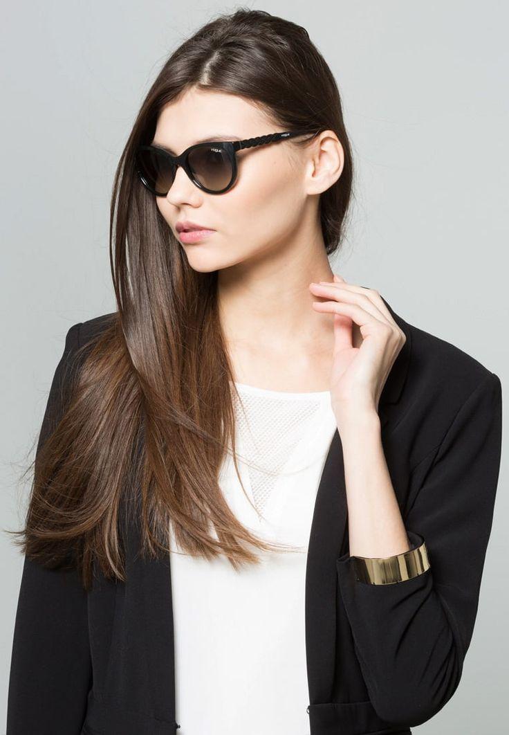 ¡Consigue este tipo de gafas de sol de Vogue ahora! Haz clic para ver los detalles. Envíos gratis a toda España. VOGUE Eyewear Gafas de sol grey: VOGUE Eyewear Gafas de sol grey Ofertas   | Ofertas ¡Haz tu pedido   y disfruta de gastos de enví-o gratuitos! (gafas de sol, gafa de sol, sun, sunglasses, sonnenbrille, lentes de sol, lunettes de soleil, occhiali da sole, sol)