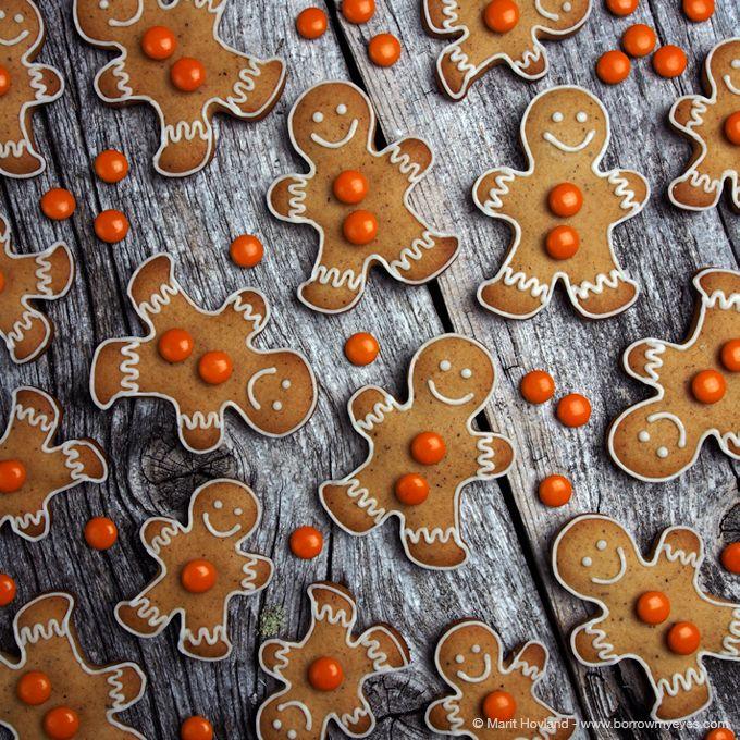 Det blir ikke jul uten pepperkakebaking! Det har vært en av mine favorittaktiviteter i førjulstiden så lenge jeg kan huske. I denne posten vil jeg samle alle pepperkakeprosjektene som jeg legger uti tiden frem mot jul! Så følg med! Jeg håper du blir inspirert og får lyst til å kaste deg over pepperkakebakingen selv! Lek, ... LES MER