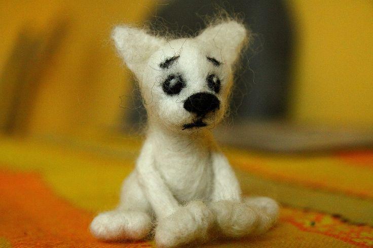 Sad kitten. Needle felting by Alina Wodzińska