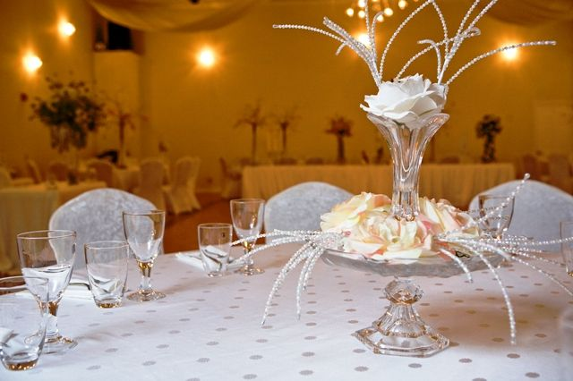 Elegant cheap centerpiece one of the modern wedding for Cheap elegant wedding decorations