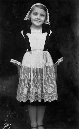 Jeune fillette  de Pontivy.